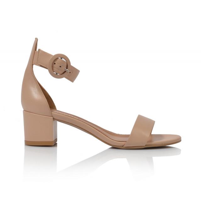 b66ee75eafac Dámske sandále na podpätku 1713 béžová - UNISHOES.sk