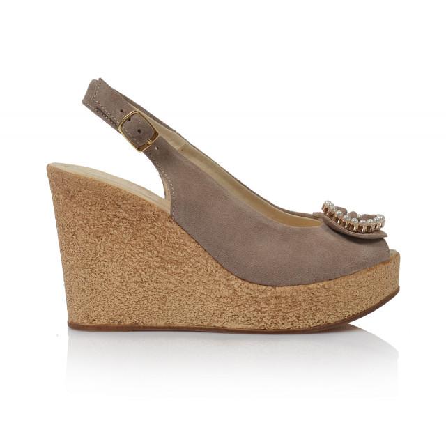 14ee96b03245 Dámske sandále na platforme 2020 béžová - UNISHOES.sk