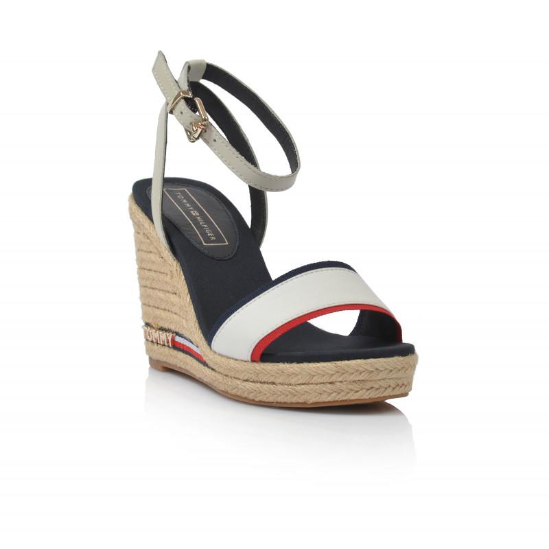 8ecf8401d3fc ... Dámske sandále na platforme fw0fw04075 biela TOMMY HILFIGER ...