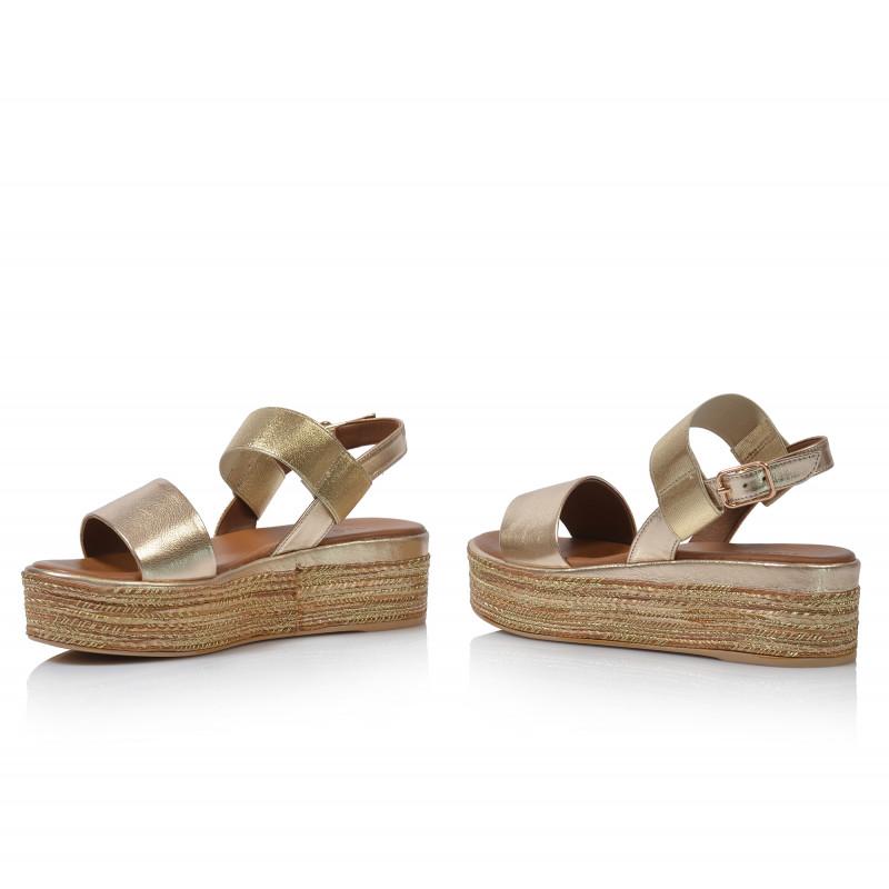 ba3337a1eb49 Dámske sandále na platforme 117010 zlatá - UNISHOES.sk