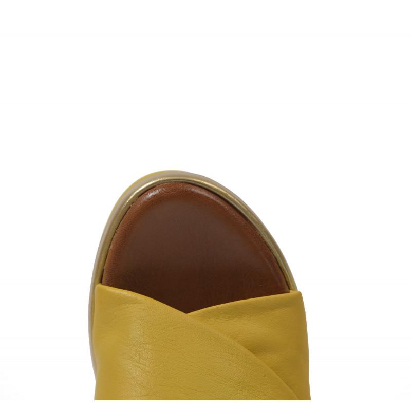 e076a53d84e6 Dámske sandále na platforme 124009 žltá - UNISHOES.sk
